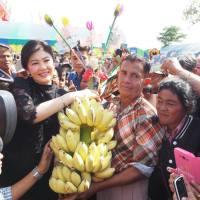 ร่วมปิดทองฝังลูกนิมิตฯ เดิมบางนางบวช ด่านช้าง สุพรรณบุรีค่ะ - Yingluck Shinawatra