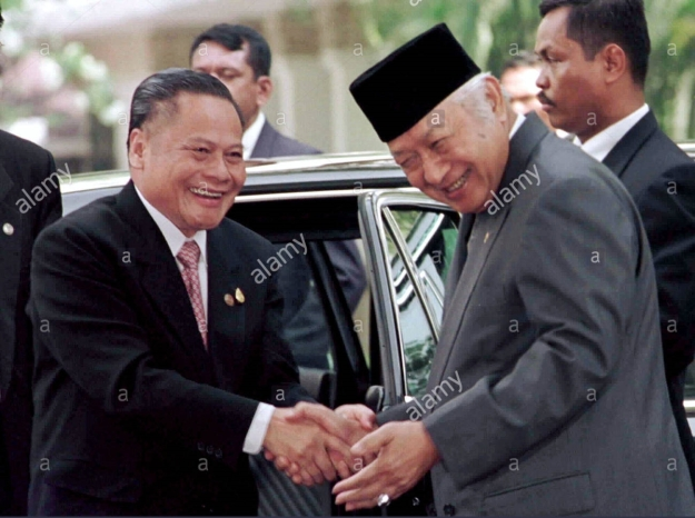 Thai Prime Minister Banharn Silpa-Archa (L) is greeted by Indonesian President Suharto shortly after his arrival at the state palace in Jakarta on April 24. Archa is in Indonesia on a two-day visit to negotiate a countertrade deal between the two countries