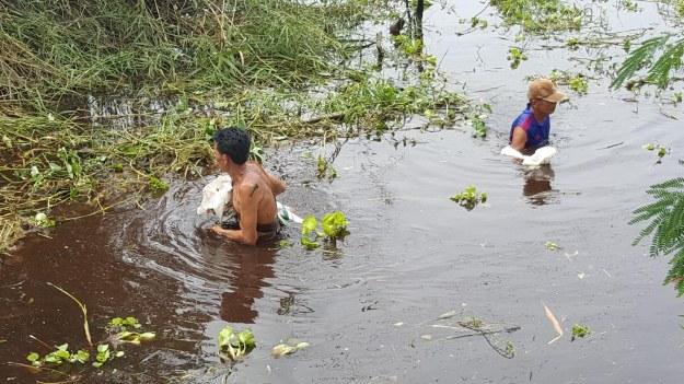 สุดระทม !! ชาวบ้านด่านช้างทุกข์หนัก น้ำฝนผสมน้ำเน่าจากโรงงาน