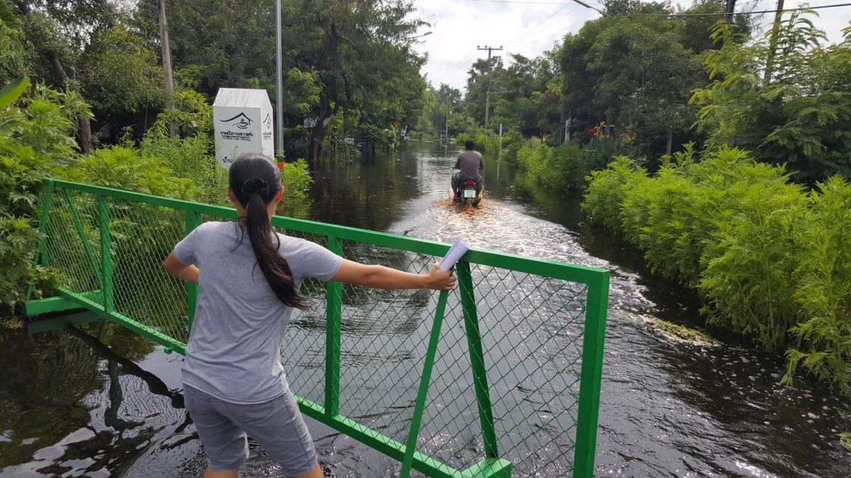 สุดระทม !! ชาวบ้านด่านช้างทุกข์หนัก น้ำฝนผสมน้ำเน่าจากโรงงาน ทะลักเข้าท่วมบ้าน เดือดร้อนหนัก