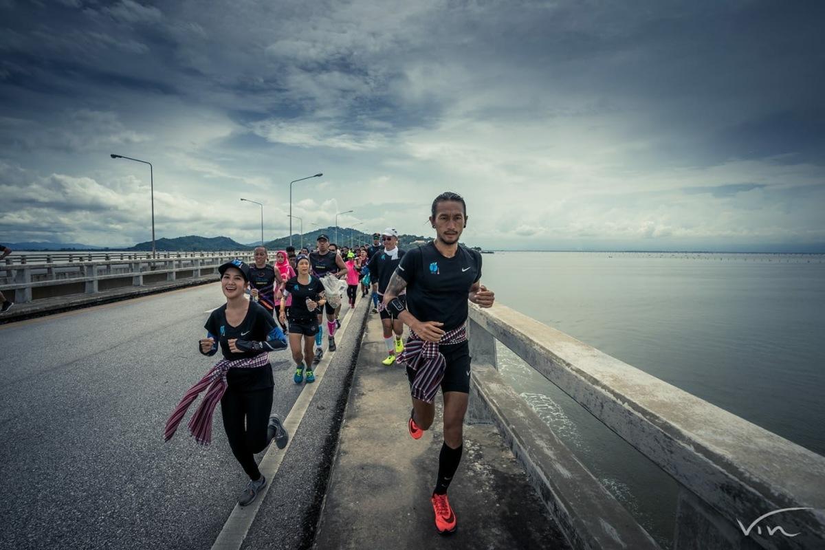 สะพานติณสูลานนท์ ทนเท้า : ก้าวคนละก้าว ตูน อาทิวราห์ คงมาลัย