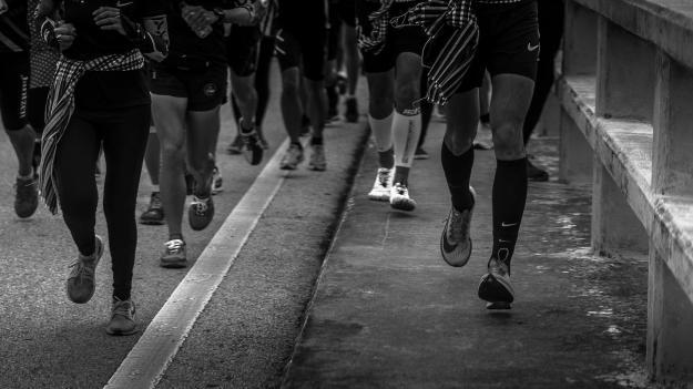 ก้าวคนละก้าวจริงๆนะ พี่ตูนกำลังวิ่งผ่านสะพานคอนกรีตที่ยาวที่สุดในประเทศไทย นามว่า