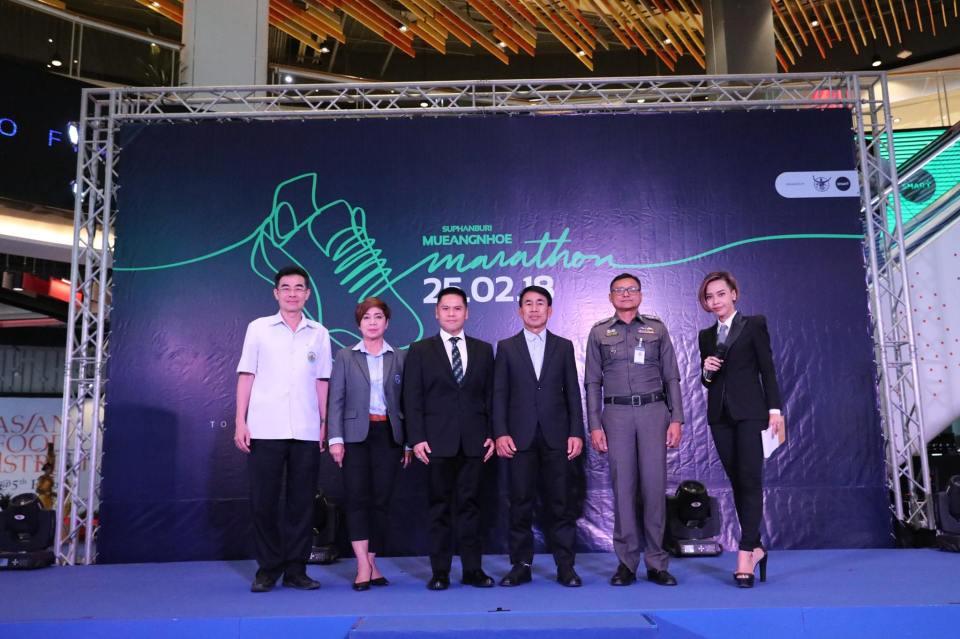 "Suphanburi Mueangnhoe Marathon ""สุพรรณบุรี เมืองเหน่อ มาราธอน"" ได้เพิ่มรูปภาพใหม่ 5 ภาพ"